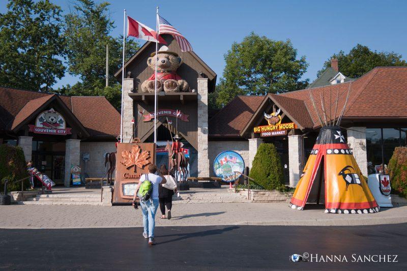 Strada - Fermata al Souvenir City Niagara Totem Pole & Woodcarving Parkain Market Place